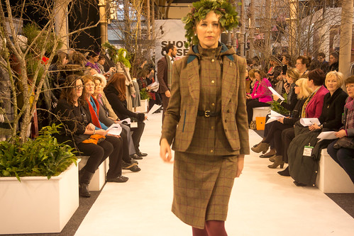SONIA REYNOLDS PRESENTS HER SELECTION OF THE BEST OF IRISH FASHION- REF-101364