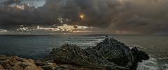 Thunderstorms are imminent / Se acerca la tormenta (Luis DLF) Tags: ocean sunset sun storm france canon faro sundown bretagne pointe thunder atlantico duraz