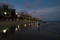 Boa Viagem (pmenge) Tags: praia mar pessoas areia luzes reflexos ondas predios g7x boaviagemrecife
