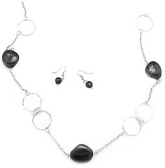 5th Avenue Black Necklce K1 P2110-2