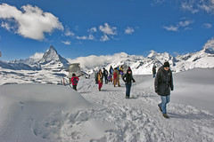 Winter paradise. The Matterhorn and the Gornergrat. Swiss Winter time in the Alps. No. 4256. (Izakigur) Tags: schnee winter white mountain snow alps love nature sunglasses walking schweiz switzerland nikon europa europe flickr paradise suisse suiza pov swiss snapshot feel free trainstation sua neige zermatt matterhorn helvetia nikkor svizzera vacations wallis lepetitprince robbiewilliams thelittleprince dieschweiz cervin cervino smow ilpiccoloprincipe lasuisse 100faves 200faves  300faves kantonwallis librty nikond700 nikkor2470f28 izakigur nikon2470mmf28g cantonduvalais thevalais