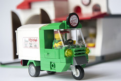 Piaggio Delivery Van (Roloff) Tags: city lego pizza modular pizzeria piaggio minifigure moc series11 deliveryvan myowncreation 32x16 pizzadeliveryman collectableminifigure 7100711