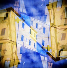 [Holga e le Sue Sorelle] Rio Marina (Urca) Tags: 120 6x6 film analog mediumformat holga lomo italia doubleexposure multiexposure doppiaesposizione 2016 isoladelba riomarina analogico holgalomo1201606110010