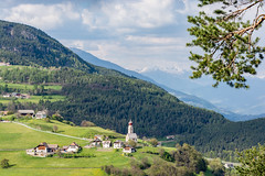 Mittelberg (thunderbird-72) Tags: italien italy mountains alps church rural landscape spring dorf village view kirche it berge mai alpen landschaft ausblick sdtirol frhling altoadige dolomiten ritten lndlich mittelberg trentinoaltoadige longomoso nikond7100