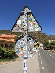 Fanzara (Mister Higgs) Tags: road spain stickers roadsign yohoho skullandcrossbones skeletonkeys fanzara