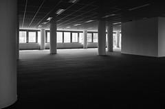 Plan libre (SB Photographie) Tags: architecture building batiment bureau office vide empty space espace black noir blanc white monochrome light lumiere ombre contrast contraste fuji fujifilm x10 composition interior intrieur