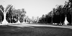Anche a BCN, l'Arco di Trionfo (Giuseppe Luigi Dipace) Tags: barcelona travel bw tourism canon eos blackwhite spain bianconero touring bwphoto cataluna bwpicture bwcontest giuseppeluigidipace