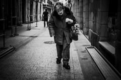 ::.: (kalekumeak) Tags: ionmarkel euskalherria basquecountry gipuzkoa donostia jende people kale street zuribeltz bw blackwhite kalekumeak streetphotography fujifilm xt1