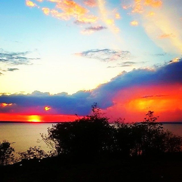 Pôr do Sol no Rio Negro.