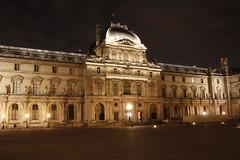Louvre   Paris (Michael Reisenhofer) Tags: bridge paris france night de mercedes benz frankreich tour heart pyramid nacht lock louvre arc triomphe kathedrale eiffel notre dame brücke eiffelturm pyramide herz triumphbogen schlösser