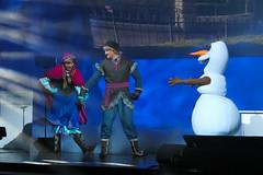 Frozen Summer Fun - Disneyland Paris - 0004 (Snyers Bert) Tags: park parque summer anna paris france de fun olaf frozen snowman euro disneyland events disney des resort land movies neige frankrijk vrienden reine parc parijs bonhomme disneylandparis dlp mensen neiges kristoff plaatsen dlrp marnelavallee frozensummerfun