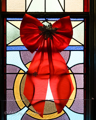 Angel O'er My Shoulder (jah32) Tags: christmas red canada glass nikon stainedglass bows coloredglass colouredglass christmaswedding elgincounty stthomasontario cmwdred churchesinontario d7000