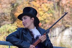 Lysa Gin par Thierry Aguéda (Lysa Gin _ Imaginatrice) Tags: chapeau western steampunk ruines farwest fusil postapo lysagin novembre2014 thierryaguéda