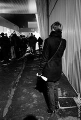 Champagne. (renphotographie) Tags: festival analog noiretblanc champagne foule rue seule verre contaxg1 kodaktmax lestransmusicales renphotographie
