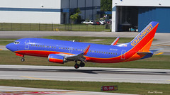 Southwest Airlines 737-300 N370SW (birrlad) Tags: usa southwest airplane airport florida aircraft aviation airplanes landing international finals hollywood airline fortlauderdale states boeing arrival airways approach airlines runway airliner 737 arriving fll b737 737300 7373h4 b734 n370sw