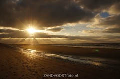 DSC00294 (ZANDVOORTfoto.nl) Tags: sunset sea sky beach netherlands weather clouds strand coast photo foto dunes nederland noordzee sunny zee shore northsea lucht duinen zon zandvoort aan niederlande ondergaande sunshowers beachlive zandvoortfotonl zandvoortfoto zandvoortphoto