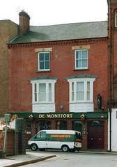 DE MONTFORT  Wellington St  Leicester  c.1987 (?) (chrisdpyrah) Tags: leicester wellingtons demontfort leicesterpubs