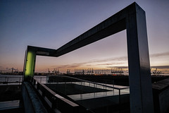 Das Tor zur Welt (funk_explosion) Tags: sunset architecture sonnenuntergang harbour hamburg architektur hafen elbe fujixpro1