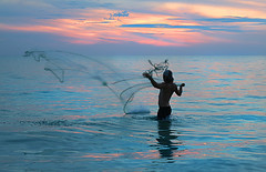 Net fishing after sunset at Siesta Key, Florida (On Explore 5/22/2016) (die Augen) Tags: sunset seascape net canon fishing key florida siesta sl1