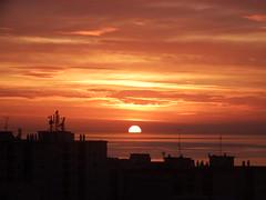 Saliendo el Sol (Antonio Chacon) Tags: espaa sunrise mar spain andalucia amanecer costadelsol mediterrneo mlaga marbella