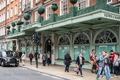 Fortnum & Mason, London (Jose Antonio Abad) Tags: inglaterra england streets london shop architecture buildings arquitectura edificios unitedkingdom streetphotography cityscapes tienda londres calles compras reinounido urbanphotography paisajeurbano shoping stjamess pblica fotografaurbana urbanlanscape josantonioabad