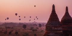 IMGP7412 (Montre ce qu'il voit!) Tags: colors landscape gold golden julien asia pentax couleurs burma religion buddhism myanmar asie mm paysage budda vidal k5 birmanie boudhisme myanmarbirmanie mandalayregion