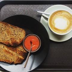 Reponiendo #fuerzas para seguir con la #semana #desayuno #cafe #pancontomate #miercoles #breakfast #coffee #coffeetime #coffeelover #coffeeoftheday #bread #healthy #traditionalfood (Cevex Madrid) Tags: coffee breakfast bread cafe healthy desayuno semana traditionalfood coffeelover miercoles coffeetime fuerzas pancontomate coffeeoftheday