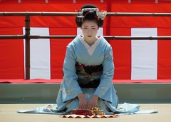 Special dance performace at Heian Shrine (logroll) Tags: japan fan dance kyoto shrine performance maiko geisha kimono gion matsuri  heianjingu miyagawacho   toshisumi