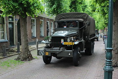 1943 G.M.C. CCKW353 (Davydutchy) Tags: netherlands truck army ride military may nederland hobby voiture lorry vehicle frise rit heer convoy paysbas gmc friesland armee leger niederlande 353 militr reenacting lkw 2016 frysln militair frisia rondrit langweer tocht langwar kolonne cckw cckw353 poidslourd legervoertuig legergroen
