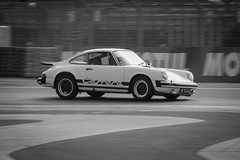 Porsche 911 (Tom BRETON) Tags: bw france racecar turn canon vintage eos blackwhite track 911 s voiture exhibition course coche porsche oldtimer motogp dslr curve bugatti vignetting 70200 ef lemans gp motorsport carrera ancienne dunlop raceway lightroom 24h braking sarthe f4l 600d mansclassic exclusivedrive