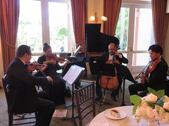 L.A. Beverly Hills Hotel. Chamber music (Traveling with Simone) Tags: ca music musicians losangeles piano indoor cello viola musique viole beverlyhillshotel violon violoncelle
