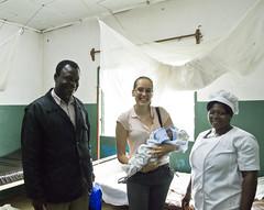 Neugeborenes im Gesundheitsposten Bouba-Penja