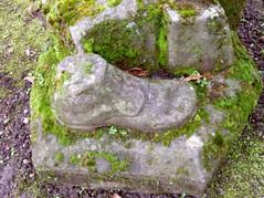 Le pied (MAPNANCY) Tags: statue pierre vert pied mousse socle