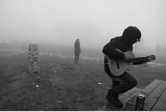 350 - Solo Guitar (Ata Foto Grup) Tags: winter beer girl fog turkey mud guitar türkiye young solo sis sapanca anatolia efes mountan dağ kız kış izmit anadolu çamur kartepe sologuitar