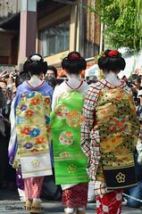 Geisha & Maiko's at Gion (jtroffaes) Tags: kyoto maiko geisha poet gion sai kanikakuni