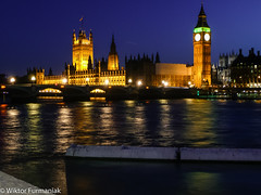 Building of parliament (wiktor_furmaniak) Tags: nightphotography london architecture river town bigben palaceofwestminister travelphotography flickeringlights tamiza watercollection