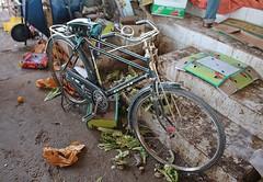IBRA - INDIAN BIKE (Punxsutawneyphil) Tags: bike bicycle vintage asia asien indian wheels middleeast oldschool arabia souk arabian oriental orient oman fahrrad bazar basar ibra reifen arabien omani  morgenland mittlererosten