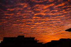cieli (Linda Gramignan) Tags: windows sunset red sky orange cloud sun window clouds photography photo tramonto nuvole ray nuvola foto fotografie photographer purple violet finestra cielo tramonti fotografia viola rosso skys arancione fotografo raggi finestre cieli raggio lindagramignan