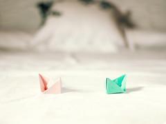 Daydreamers (cazadordesueos) Tags: stilllife boats bed origami dof barcos bokeh cama habitacin papiroflexia