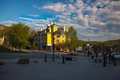 Mont-Tremblant / golf/ski/plein-air (BLEUnord) Tags: monttremblant laurentides laurentians hauteslaurentides village station printemps spring lumire light