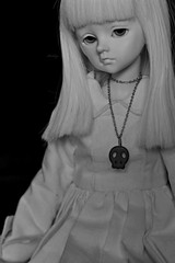 Black&white (Mientsje) Tags: white black cute face up leaves ball skull grey doll sad skin body no mind bjd normal hybrid morningdew msd jointed
