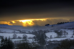 Winter sunset (Tony Shertila) Tags: sunset snow tree field weather wales geotagged countryside europe day unitedkingdom britain scenic hills gbr gwaynynog 20160116151213 geo:lat=5315480021 geo:lon=341586828 llanrhaeadryngnghinmeirchcommunity llanrhaeadryngnghinmeirchcomm