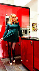Jaqui Washing Up Brush (jaqui_jackson) Tags: tgirl transgender transvestite trans transgendered ts transsexual jaqui trangendered