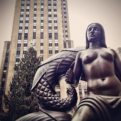 20121225_RockefellerStatue (jae.boggess) Tags: winter houston texas tx
