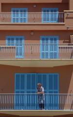 Alcudia, Majorque - Mallorca (blafond) Tags: balcony balconies mallorca balcon balcons blueshutters majorque closedshutters voletsbleus voletsclos voletsferms