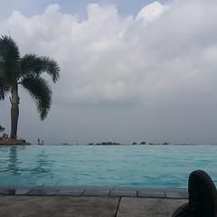 20160611_090209 (yaoifest) Tags: resort swimmingpool timberland