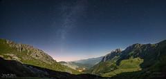 En la Sombra de la Luna (diegogm.es) Tags: olympus omd em5 mark ii noche night tuiza lena asturias montaa estrelas vl mw via lactea milkyway luna montaas mountain espaa 714