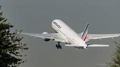B777 Air France (Mav'31) Tags: 26l adp airliners airplanes airport aviation avions aroport aroportsdeparis cdg charlesdegaulle jromevinonneau jrmevinonneau lfpg mav31 paris planes spotter spotting z4 aircraft avgeek doubletsud b777 air france