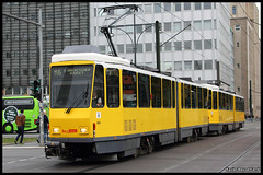 BVG Tatra KT4D (Xavier Bayod Farr) Tags: berlin germany tram alexanderplatz xavier tramway berliner strassenbahn tatra tranvia villamos bvg  tramvia bayod verkehrsbetriebe farr elektrika berlinerverkehrsbetriebe kt4d strasenbahn canoneos60d kt4dmod efs18135mmf3556isstm xavierbayod xavierbayodfarr