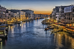 Blue Hour at Canal Grande Rialto (Daniel Schwabe) Tags: venice sunset italy canal italia nightlight venezia rialto